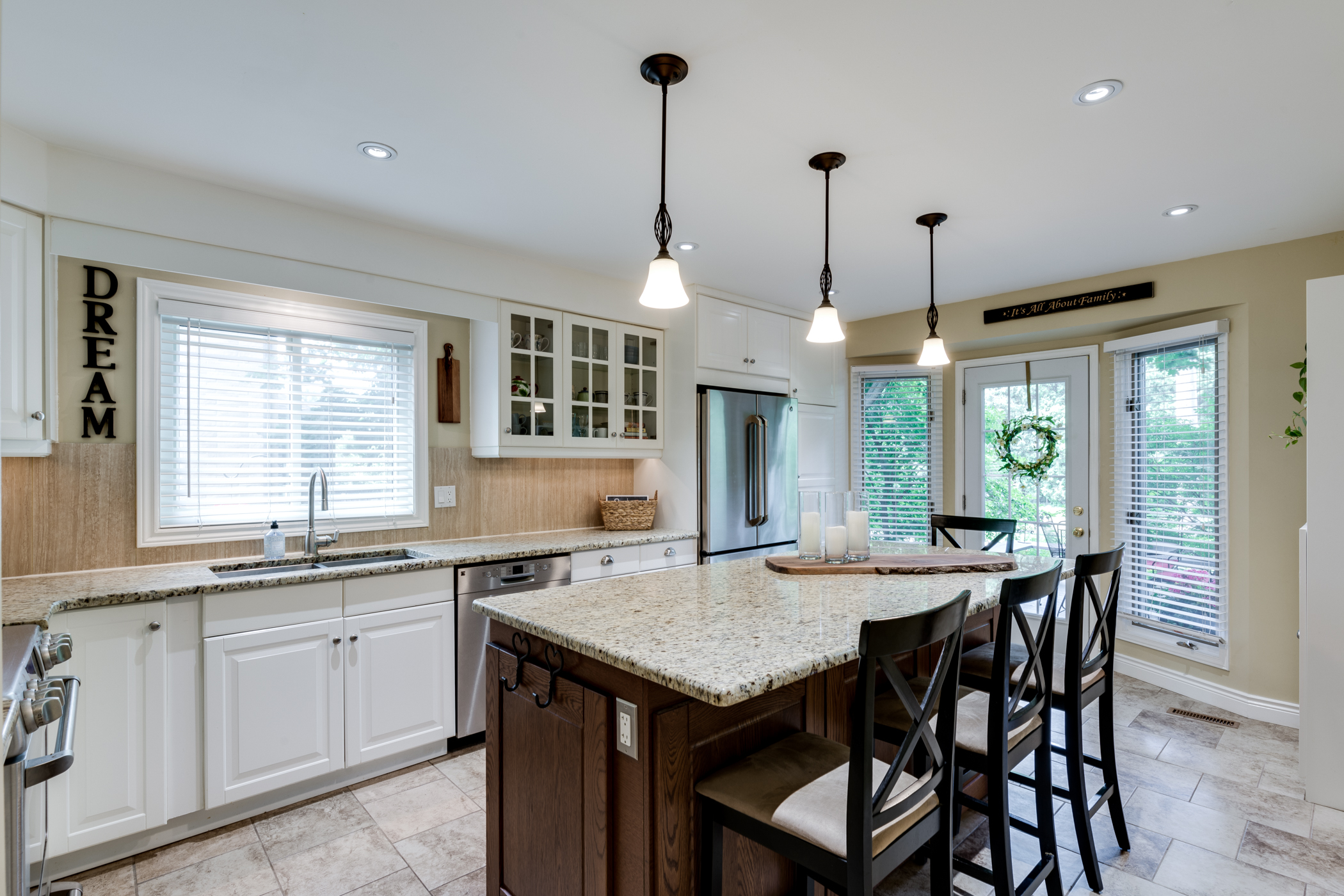 38 Charterhouse Cres. Ancaster ON - Kitchen