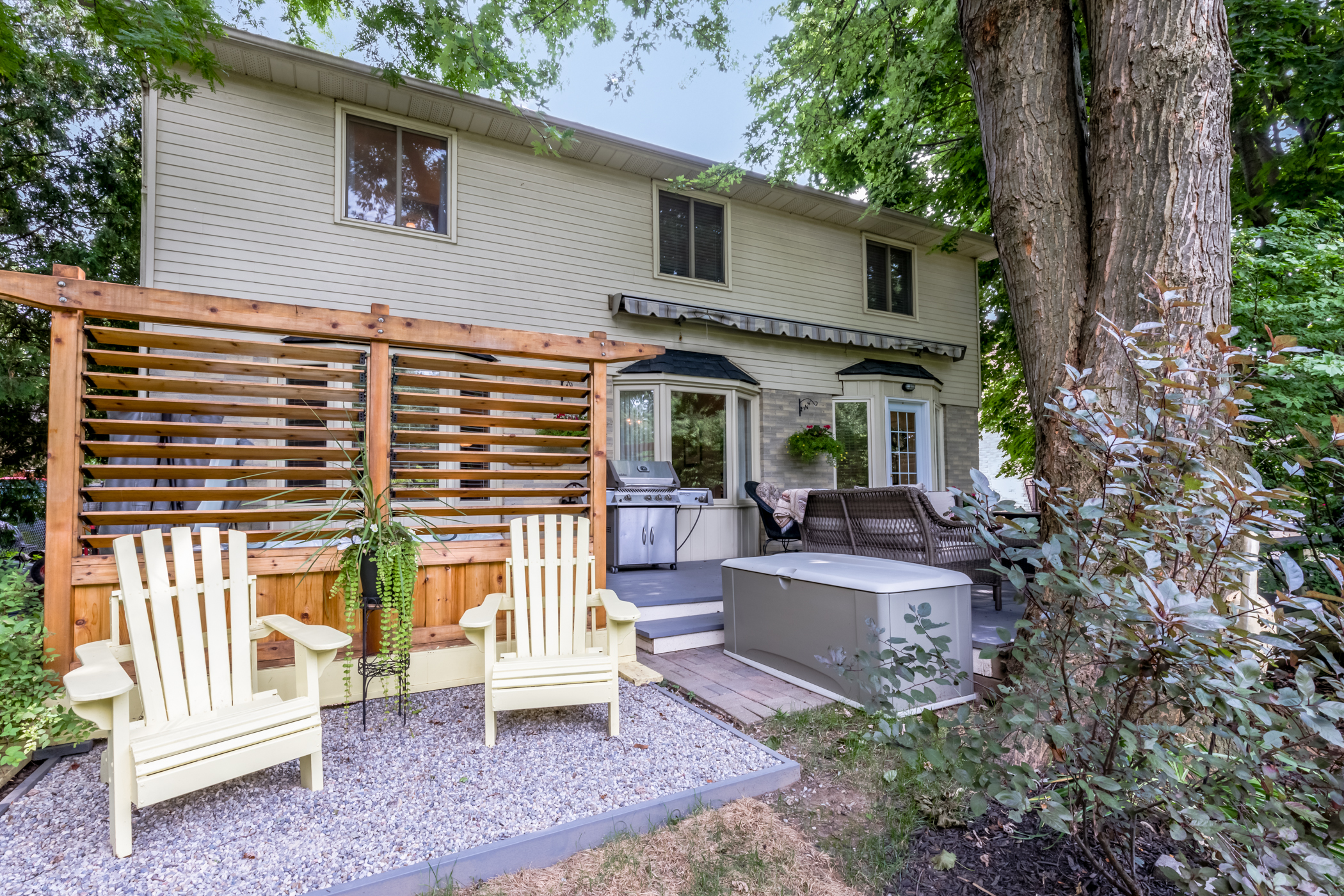 38 Charterhouse Cres. Ancaster ON - Back Deck 2