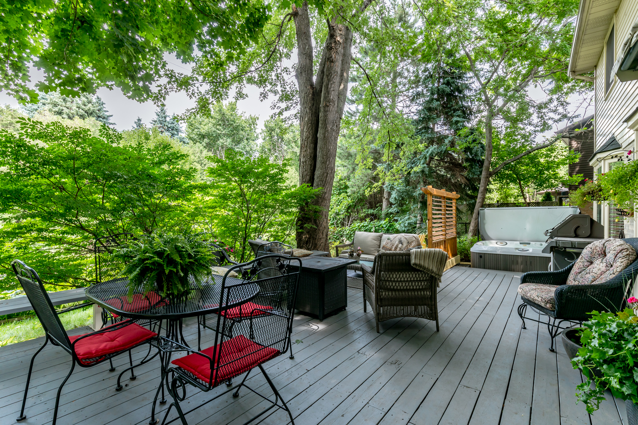 38 Charterhouse Cres. Ancaster ON - Back Deck